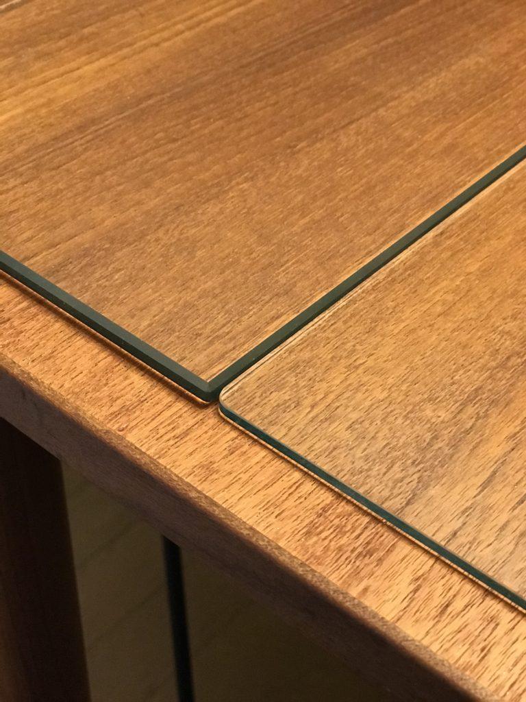 テーブル天板 ガラスとアクリルの比較