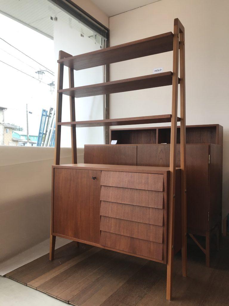 新生活インテリア|飾り棚兼書棚