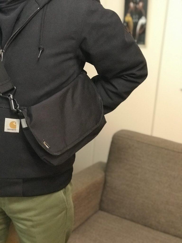 ワークマンショルダーバッグ 程よいサイズ感とシンプルでストリート感のあるフォルム
