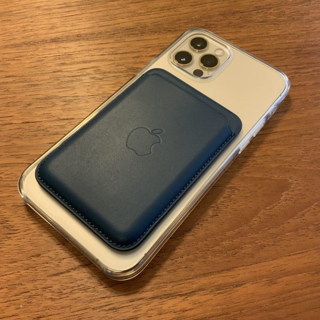 MagSafe レザーウォレット iPhoneへの装着画像