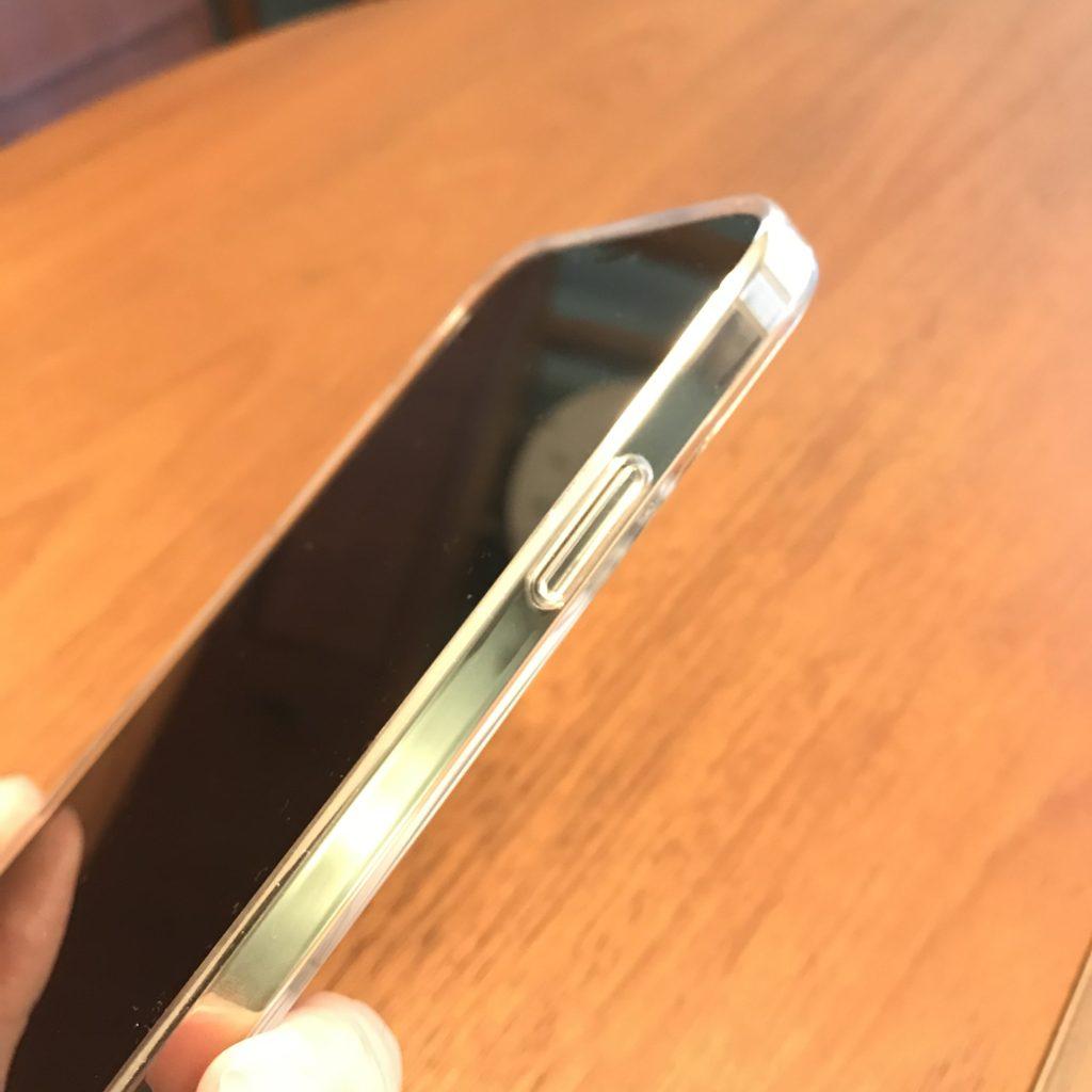 iPhone12クリアケース装着画像